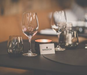 Logo ontwerp: Logo en visitekaartjes voor restaurant Maddox in Kortrijk